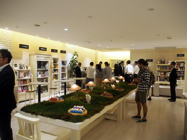 H.I.S.旅と本と珈琲と Omotesando