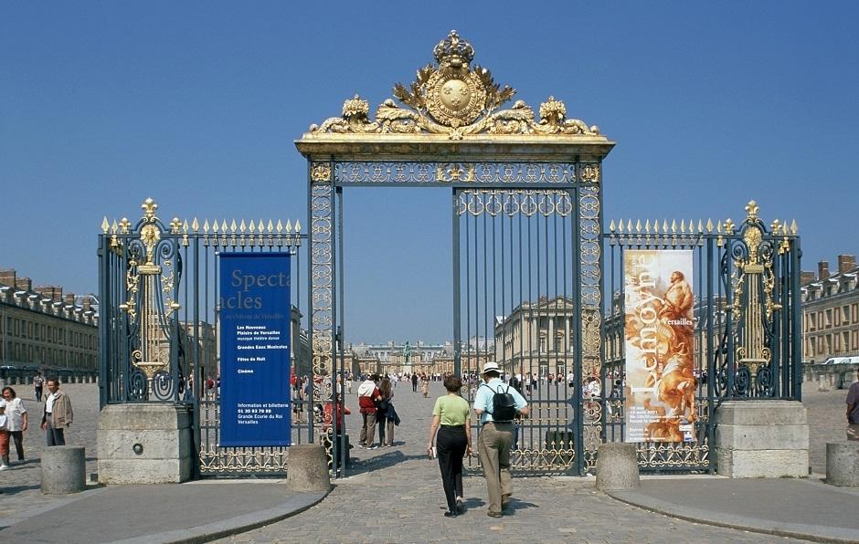 ヴェルサイユ宮殿の門が立派