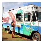 【photogenic_trip さん】 <フォトジェニ一人旅@ハワイ> 地元の新聞や雑誌でベスト・シュリンプトラックに選ばれた人気フードトラック店「Mackys」のド派手なトラックは、ロコガールとよく似合うよね? #hawaii #mackys #shrimp #trip #foodtruck #photogenic_trip #旅ガール #フォトジェニ一人旅 #カメラ女子 #タビジョ