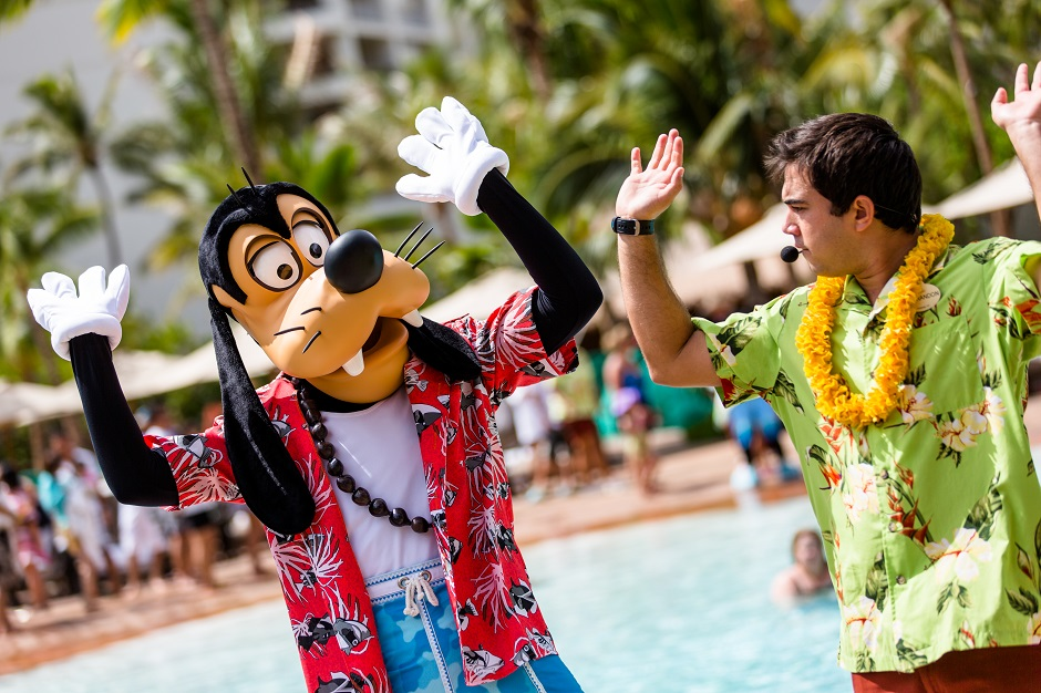 9_aulani-goofy-splash-party-130913-1311