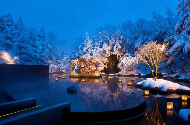 星野リゾート青森屋の露天風呂 ねぶり流し灯篭