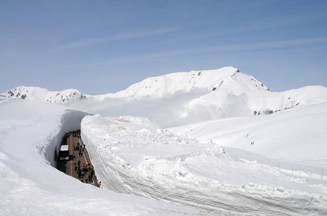 【白の絶景】雪の大谷<富山県>