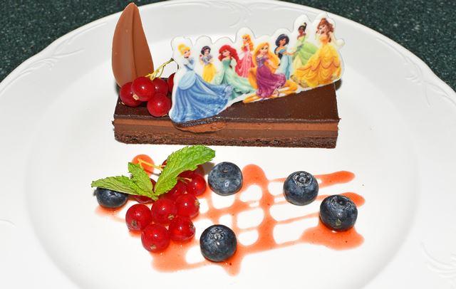香港ディズニーランド「メインストリート・コーナー・カフェ」のケーキ
