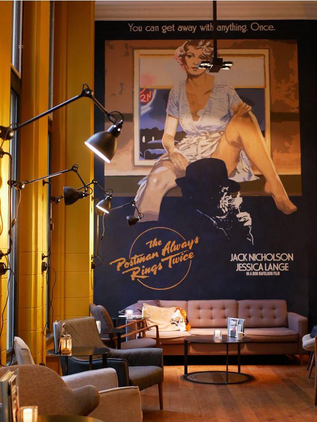 オランダ レーワルデンのフォトジェニックなフードスポット「POSTPLAZA HOTEL」