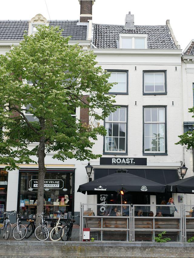 オランダ レーワルデンのフォトジェニックなフードスポット「ROAST」
