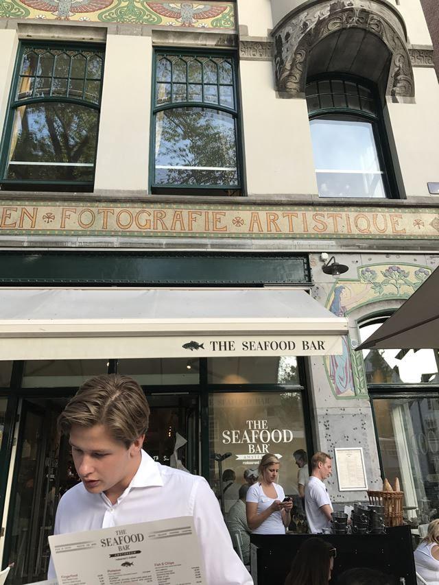 オランダ・アムステルダムのフォトジェニックなレストランフード「THE SEAFOOD BAR」