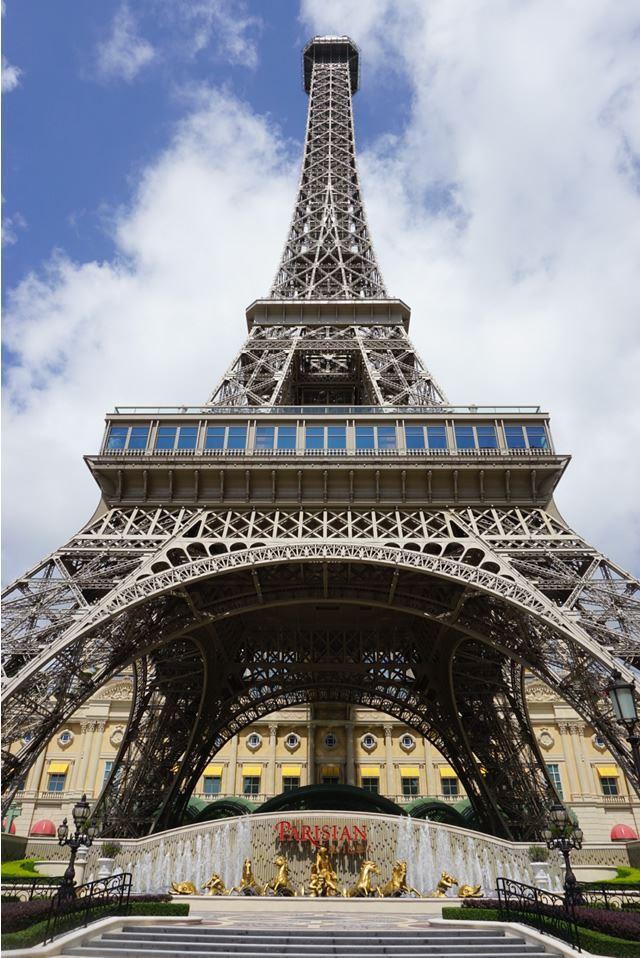 マカオ「The Parisian Macao」前のエッフェル塔