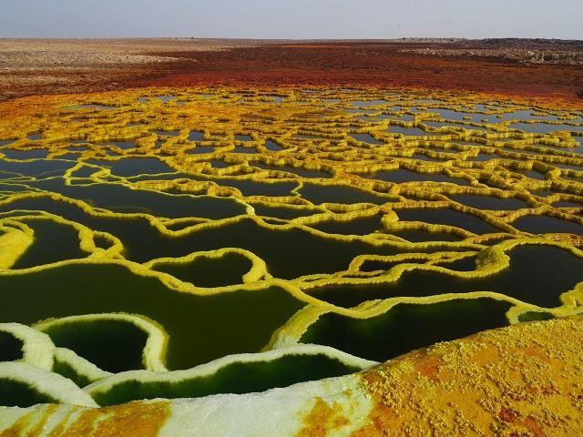 エチオピアのダナキル砂漠とエルタアレ火山ツアー