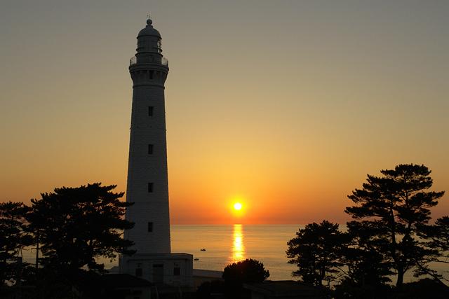 日御碕灯台から見る夕日