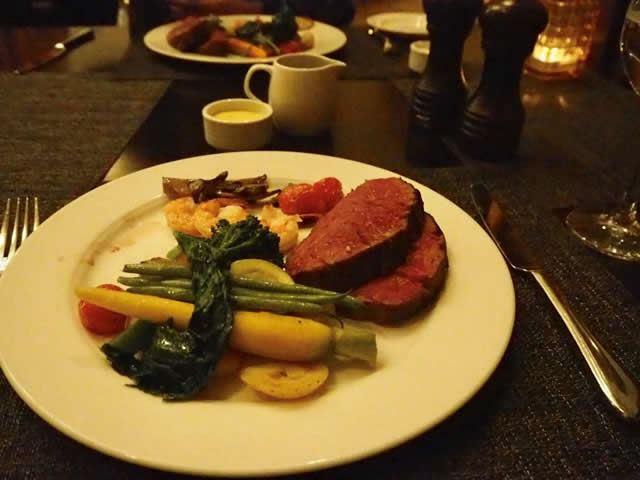 冬のカナディアンロッキー フェアモントシャートーレイクルイーズ内のレストラン「Walliser Stube」