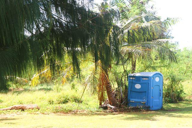 グアム リティディアンビーチ 簡易トイレ