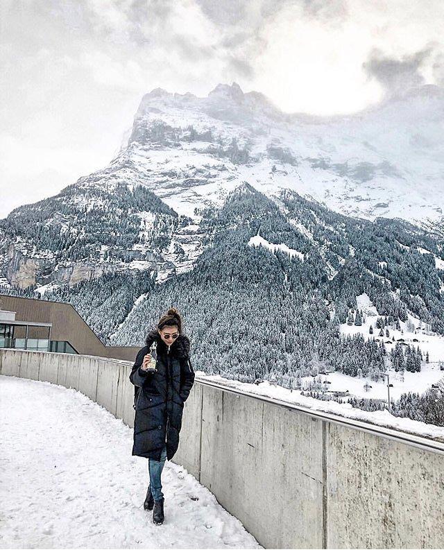 スイス 雪化粧の山