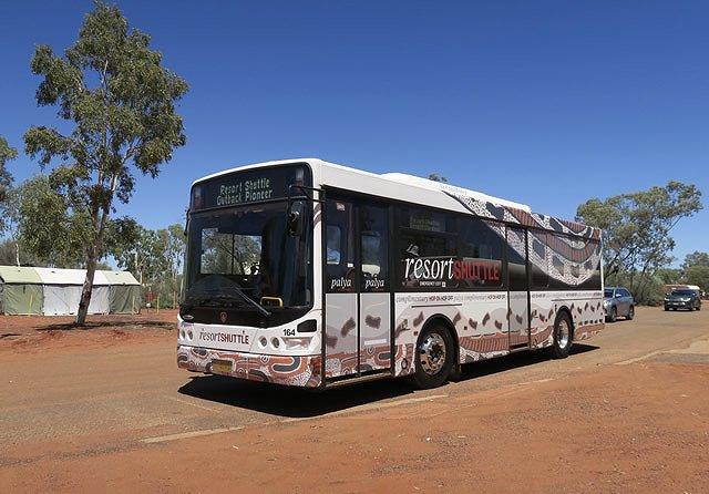 オーストラリア エアーズロック アウトバック・パイオニア・ホテル シャトルバス