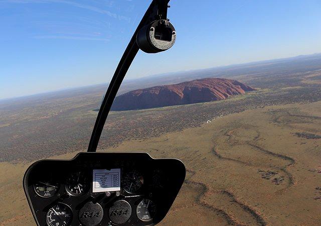 オーストラリア エアーズロック ヘリコプターツアー