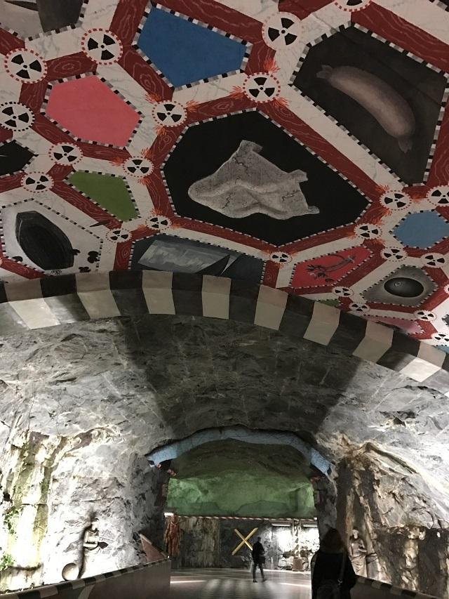 ストックフォルム 地下鉄 世界一長い美術館