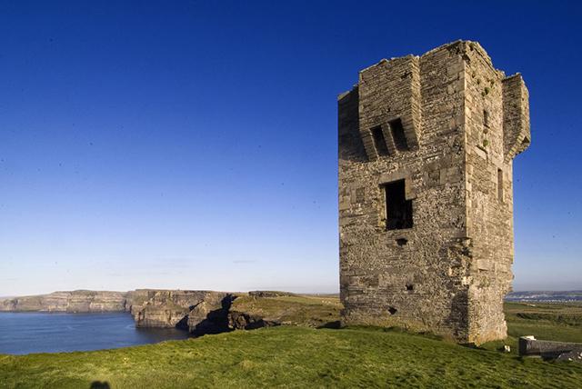 モハーの断崖 オブライエンの塔 c_tourism Ireland